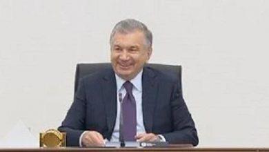 Photo of Президент Мирзиеёв мәжілісті тоқтатып, Жураевты құттықтады